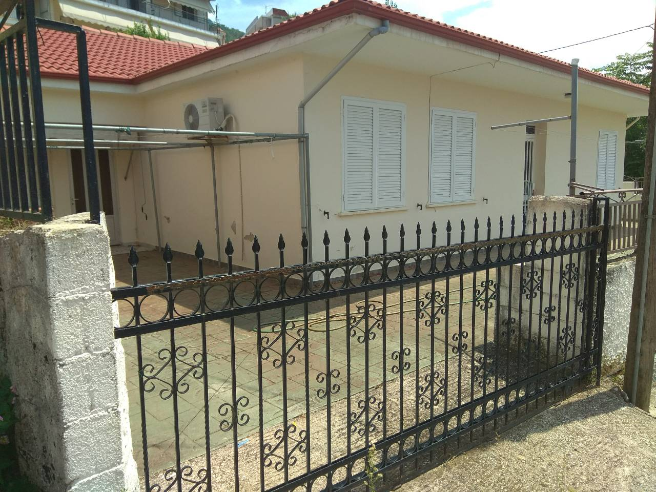 Furnished 150m² detached house in Paramithia.